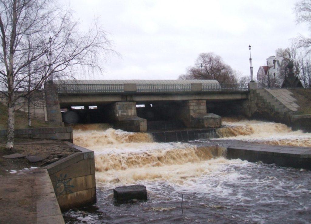 Рисунок 2. Плотина Гаусмана в нижнем бьефе