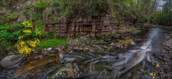 Геологическое обнажение палеозойских пород в долине реки Поповки