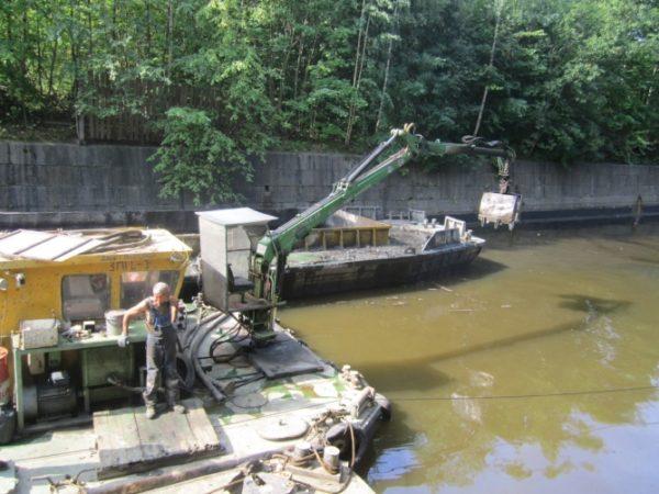 Дноочистные работы на Обводном канале Кронштадта