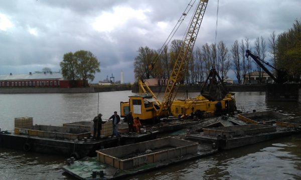 Извлеченные донные отложения и затонувшая древесина