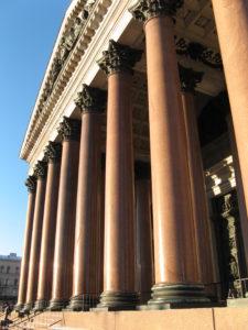 Внешняя колоннада Исаакиевского собора. Фото Анны Тутаковой