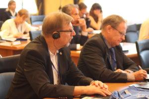 Участники пленарного заседания Генри Валлиус (Геологическая служба Финляндии) и Й. Рютконен (SYKE)