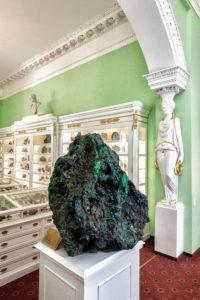 Глыба уральского малахита из Гумешевского месторождения весом 1504 кг
