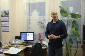 Алексис Орешникофф проводит урок о защите китов в школе №618 Приморского района