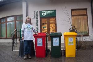 Установка контейнеров для раздельного сбора мусора. Фото А. Корсуновой