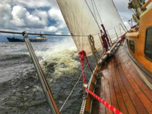 «Онега» – классическая крейсерская яхта, сделана из дерева. Фото Анастасии Елисеевой