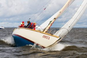 Борьба экипажа «Онеги» со встречным ветром. Фото Антона Маханова